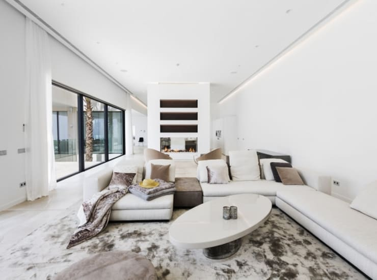 Salon de estar con sofas...: Salones de estilo  de Bornelo Interior Design