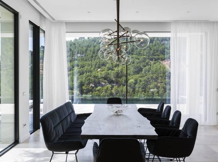 Son Vida: Comedores de estilo  de Bornelo Interior Design