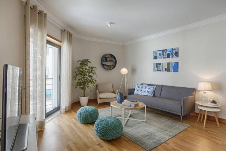 Ruang Keluarga oleh EU INTERIORES, Modern