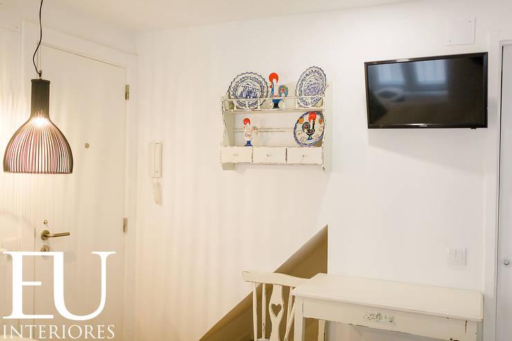 APARTAMENTO TURÍSTICO BAIRRO ALTO II – LISBOA: Cozinhas  por EU INTERIORES