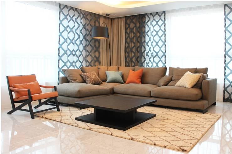 럭셔리 호텔 컨셉의 거실 홈스타일링: 모린홈의  거실