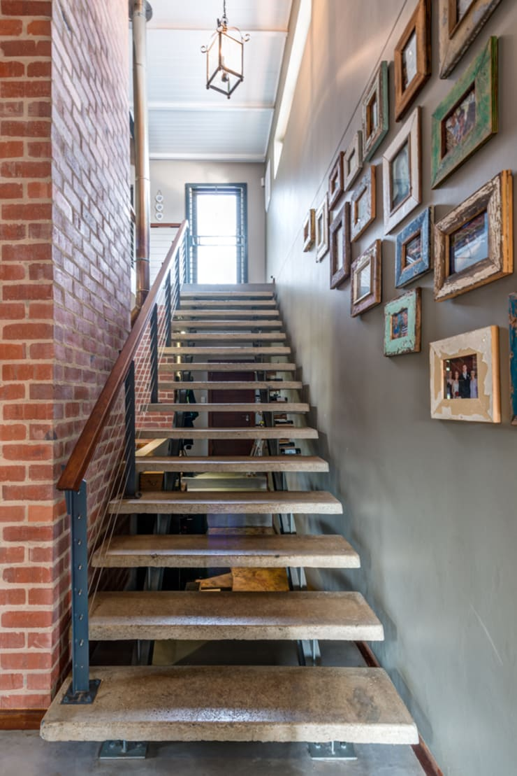 Stairs:  Corridor & hallway by OLIVEHILL Architects, Country