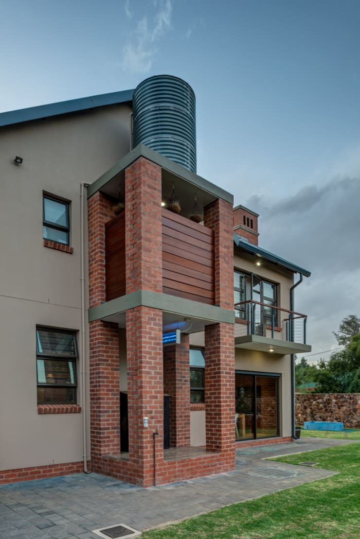 Water Tower:  Houses by OLIVEHILL Architects, Country