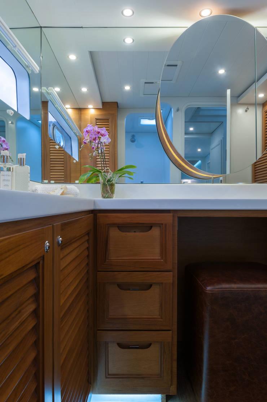 Main en suite bathroom:  Yachts & jets by ONNAH DESIGN , Mediterranean Wood Wood effect