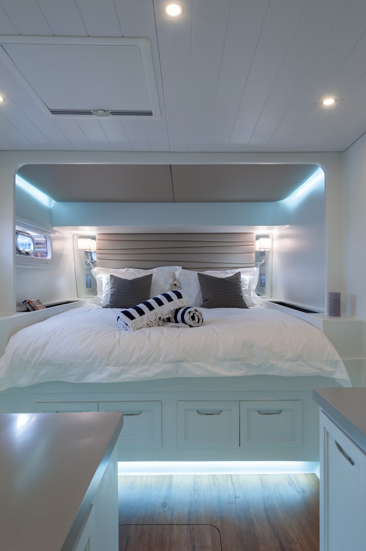 Cabin 1:  Yachts & jets by ONNAH DESIGN , Mediterranean
