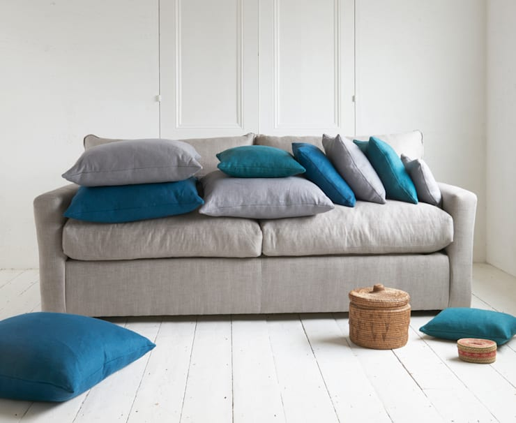 Scatter cushions: modern Living room by Loaf