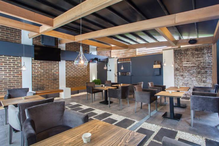 Restoran oleh IS AND REN STUDIOS LTD , Modern Ubin