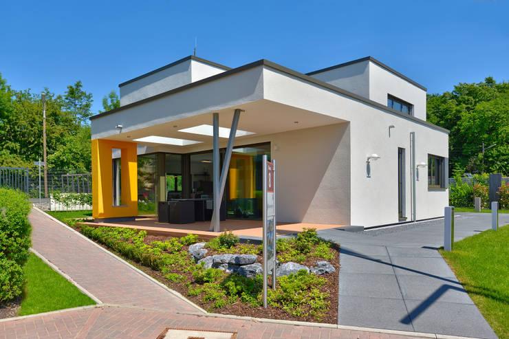 Casas de estilo  por Büdenbender Hausbau GmbH