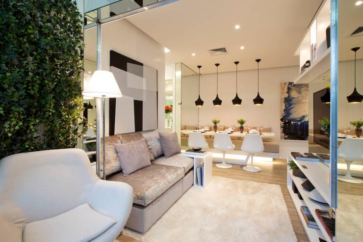Salas de estilo  por Chris Silveira & Arquitetos Associados