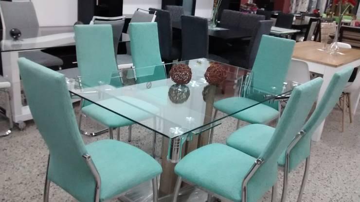 Mesa extensible vidrio y cromado con sillas cromadas de Disegno´s ...