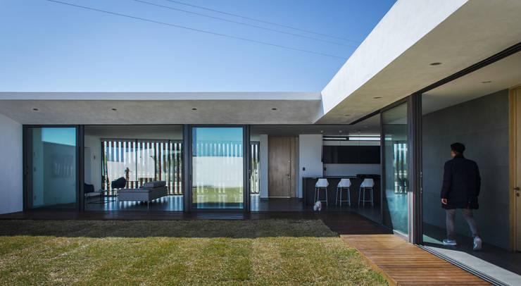 CASA/L /IWLATELIER:  de estilo  por Oscar Hernández - Fotografía de Arquitectura