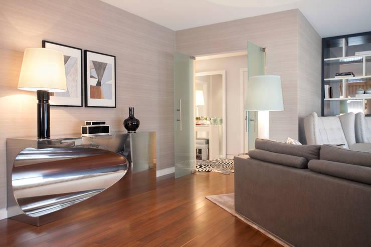 DECORAÇÃO APARTAMENTO PAREDE: Salas de estar modernas por fernando piçarra fotografia