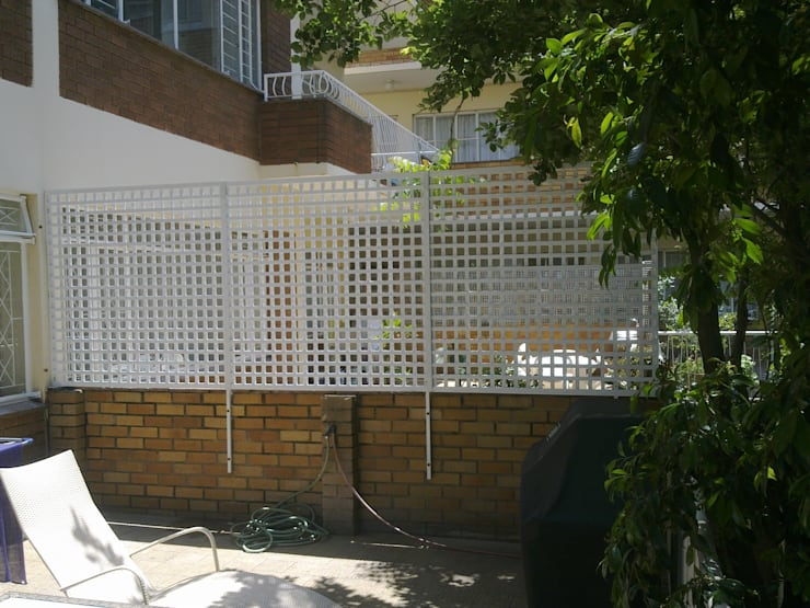 PRIVACY SCREEN:  Houses by Oxford Trellis