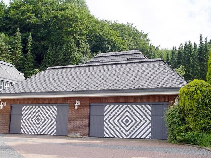 Garajes y galpones de estilo  por Heinrich Henke GmbH