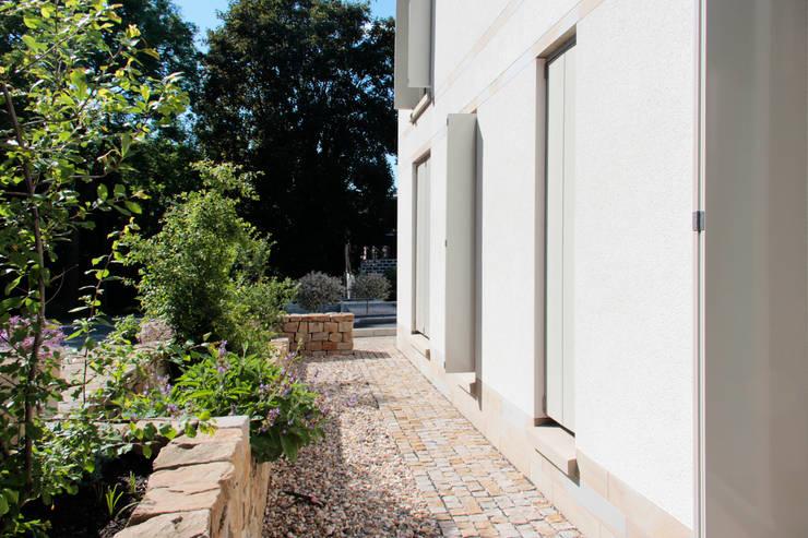 Tuin door ARCHITEKTEN BRÜNING REIN
