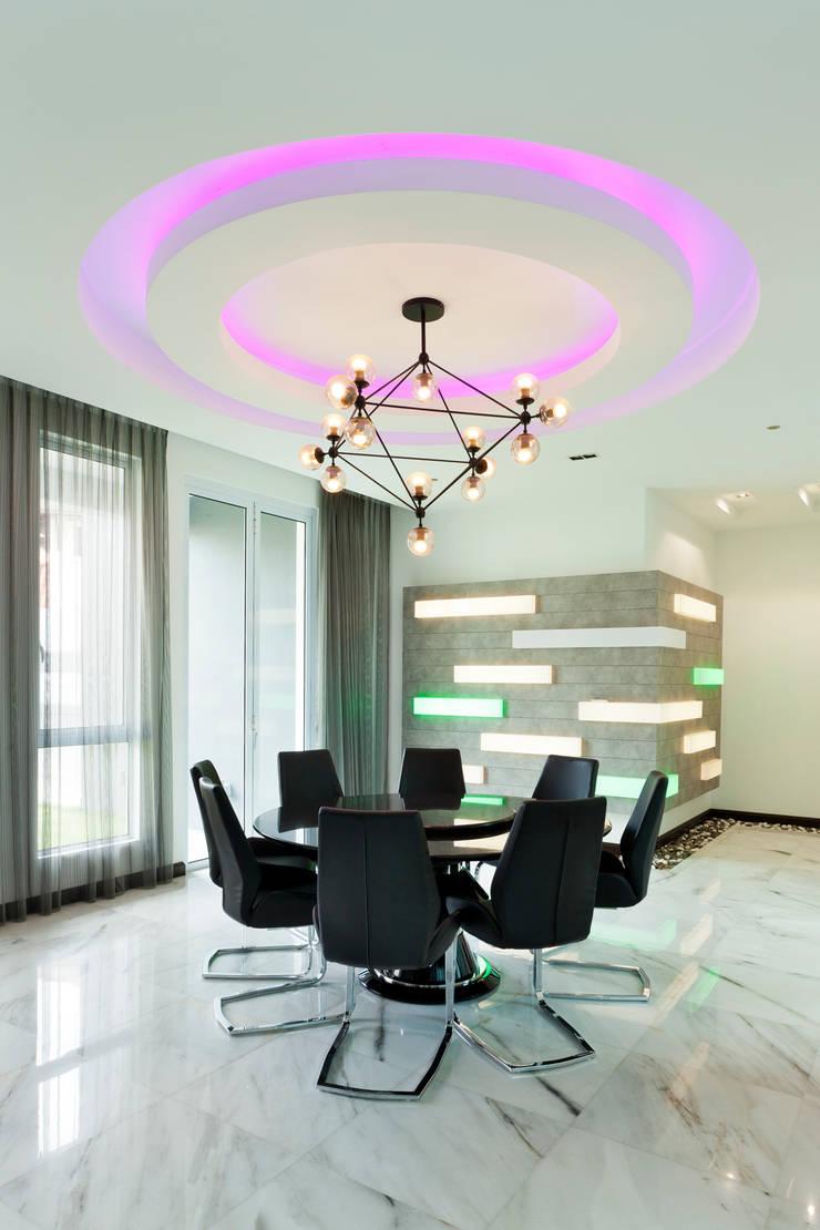 Contemporarily Dashing | BUNGALOW Modern dining room by Design Spirits Modern