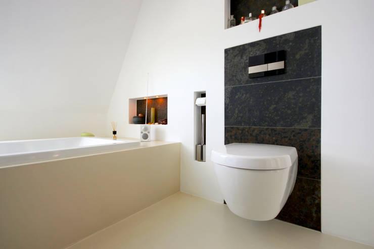 Ванные комнаты в . Автор – ARCHITEKTEN BRÜNING REIN