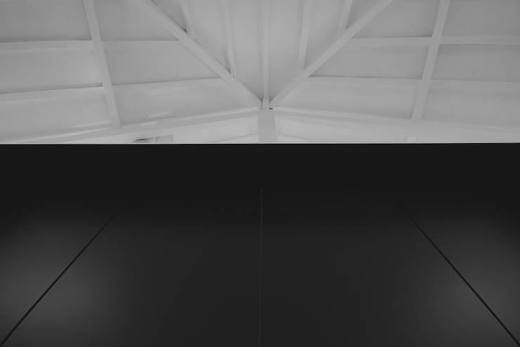 Box4Two - Reabilitação de Moradia:   por SonhoLindo - 2M2F Arquitectos,Minimalista