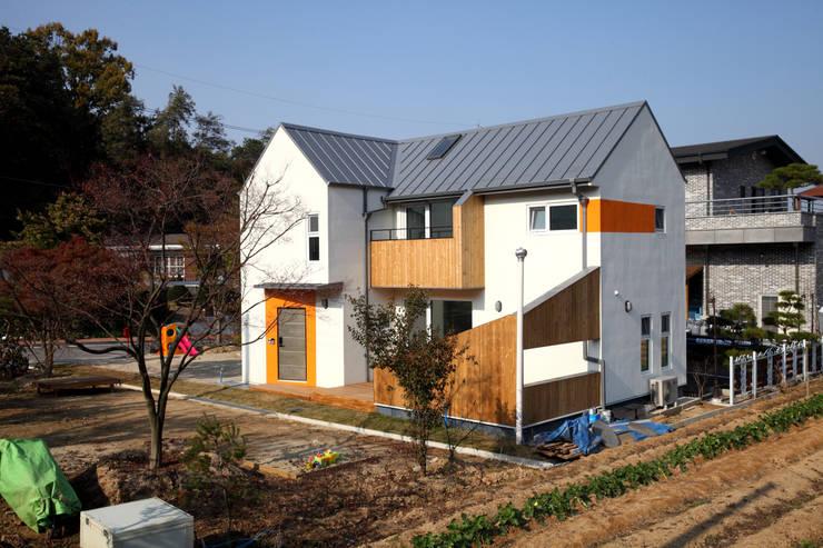 조감도컷: 주택설계전문 디자인그룹 홈스타일토토의  주택,모던 우드 우드 그레인