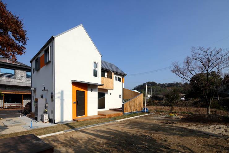 외관: 주택설계전문 디자인그룹 홈스타일토토의  주택,모던
