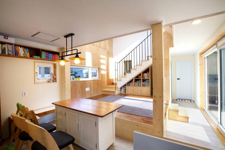 응접실: 주택설계전문 디자인그룹 홈스타일토토의  거실,모던 우드 우드 그레인