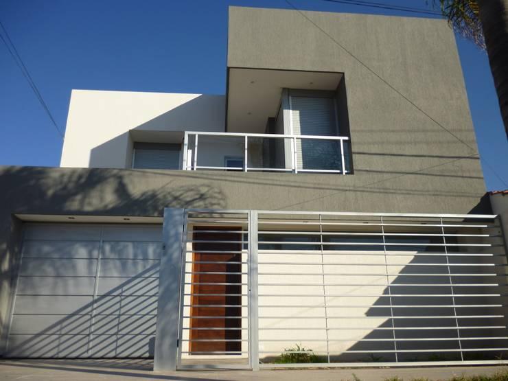 Vivienda unifamiliar en Guadalupe: Casas de estilo  por VHA Arquitectura