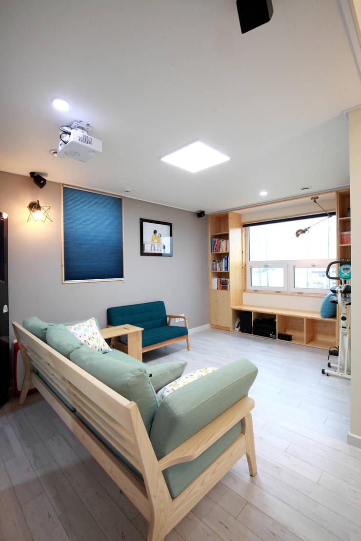 Salle multimédia de style  par 주택설계전문 디자인그룹 홈스타일토토, Moderne