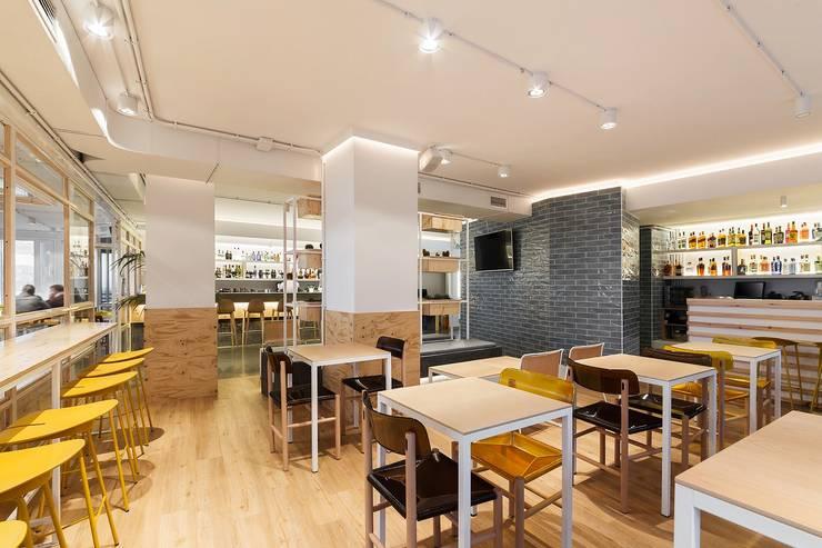 Bars & clubs door Nan Arquitectos