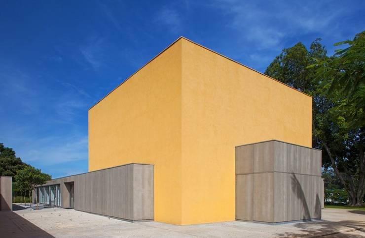 SARGRUP İNŞAAT VE ENERJİ LTD.ŞTİ. – VIROC FIBERCEMENT CEPHELER:  tarz Duvarlar, Minimalist Orta Yoğunlukta Lifli Levha