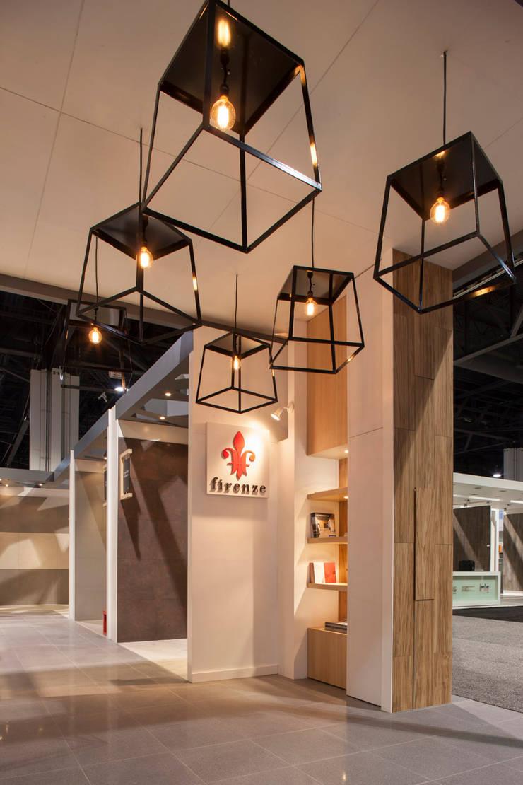 Porcelanite Lamosa Coverings 2013: Estudios y oficinas de estilo  por Local 10 Arquitectura