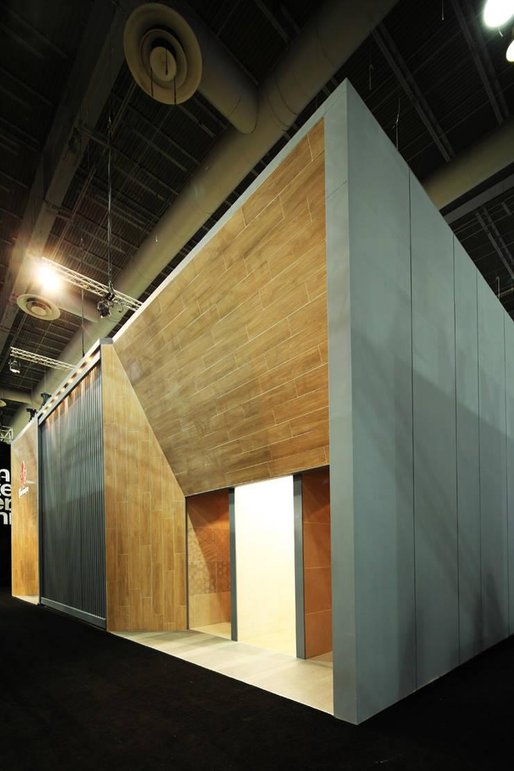 Firenze Expo CIHAC 2014: Estudios y oficinas de estilo  por Local 10 Arquitectura