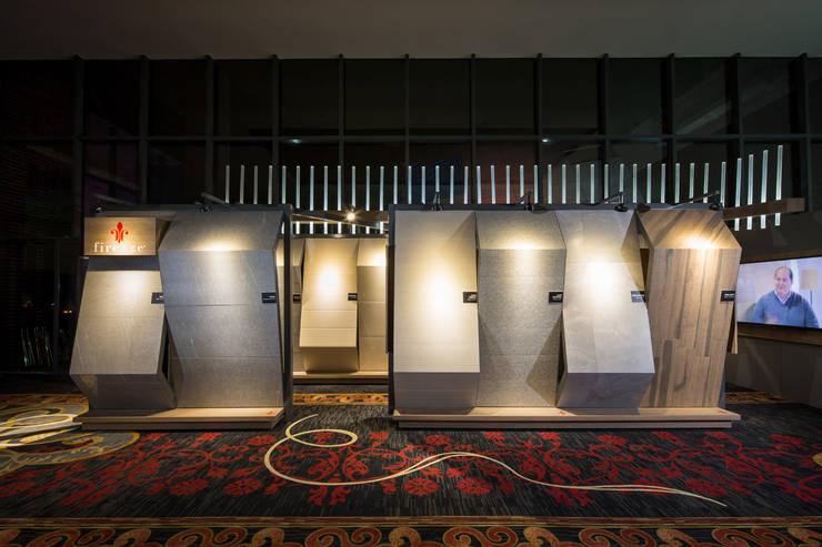 Stand Boboli - Local 10 Arquitectura: Estudios y oficinas de estilo  por Local 10 Arquitectura