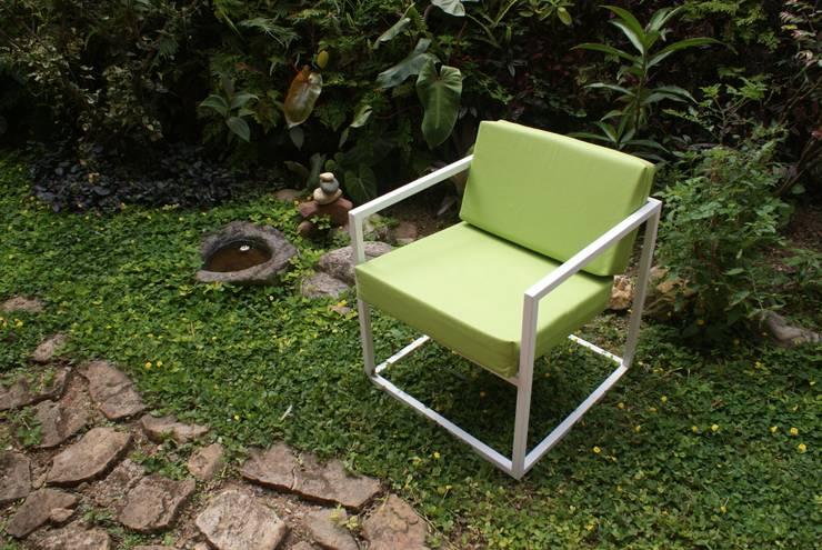 Sillón (modelo Cuatro): Salas/Recibidores de estilo minimalista por CASA-BE