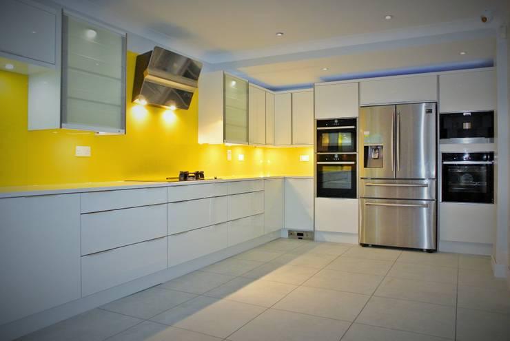 مطبخ تنفيذ Glenlith Interiors (Scotland) Ltd