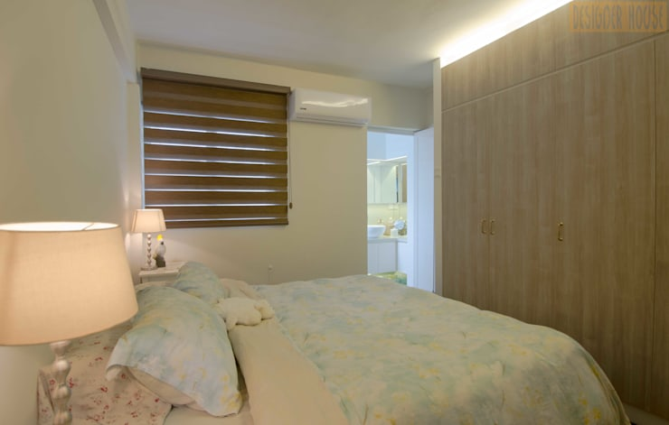 Pandan Garden Renovation:  Bedroom by Designer House,