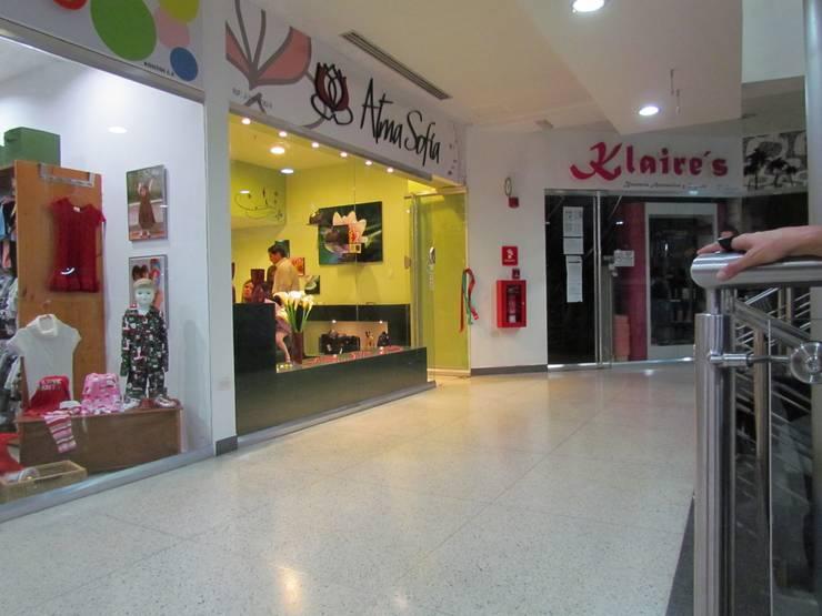 Local comercial: Tiendas y espacios comerciales de estilo  por Loft estudio C.A.