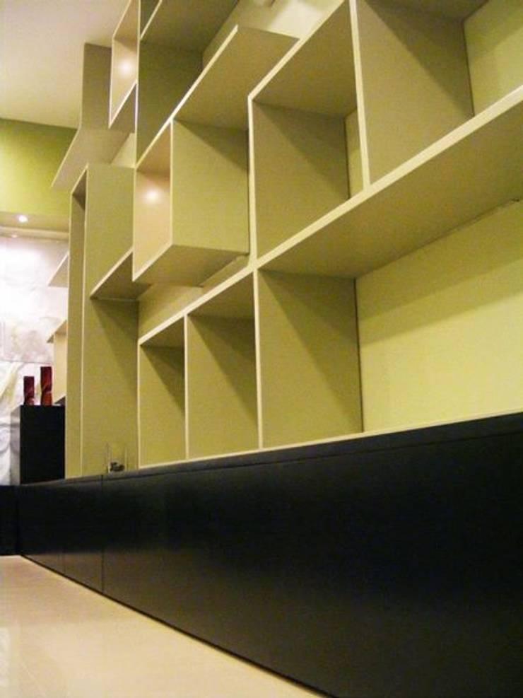 Mobiliario: Tiendas y espacios comerciales de estilo  por Loft estudio C.A.