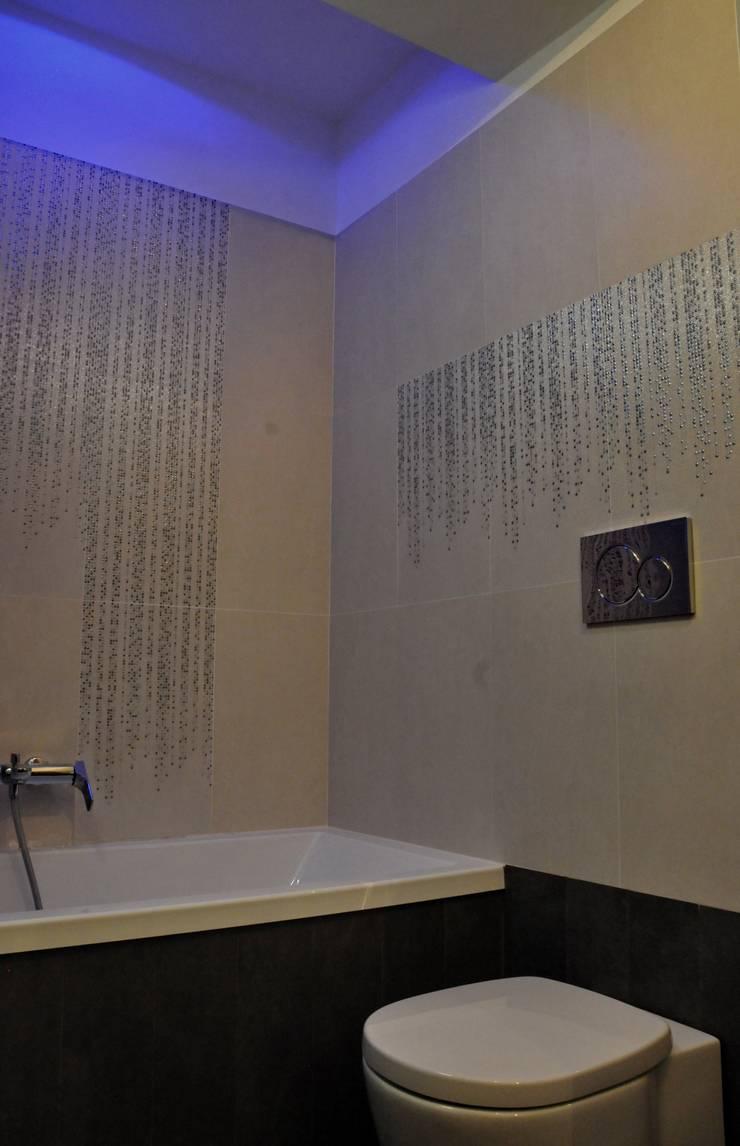 Baños de estilo  por ArchitetturaTerapia®, Moderno Cerámico