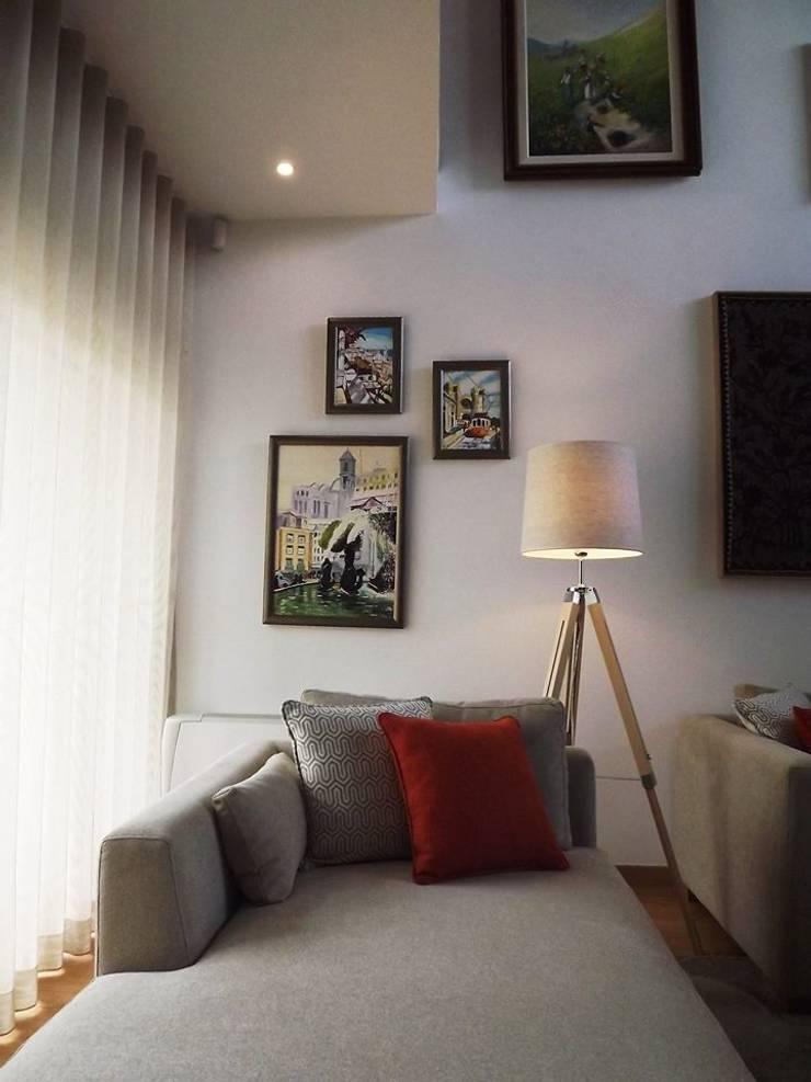 Sala de estar - Zona de leitura: Sala de estar  por Traço Magenta - Design de Interiores