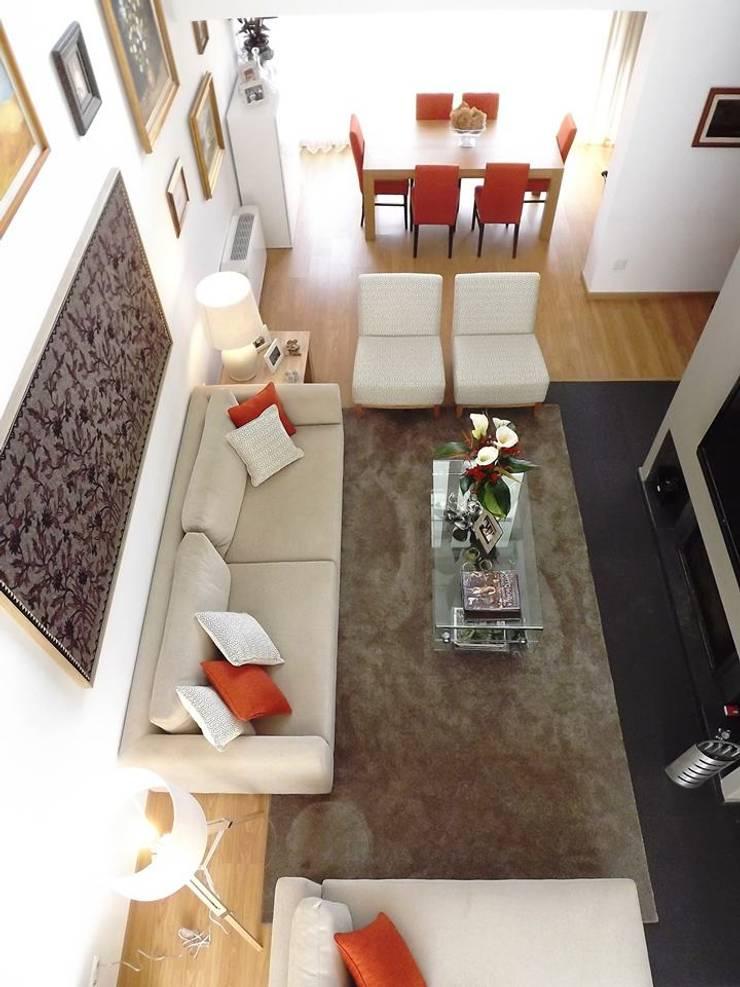 Sala - Vista de cima: Sala de estar  por Traço Magenta - Design de Interiores
