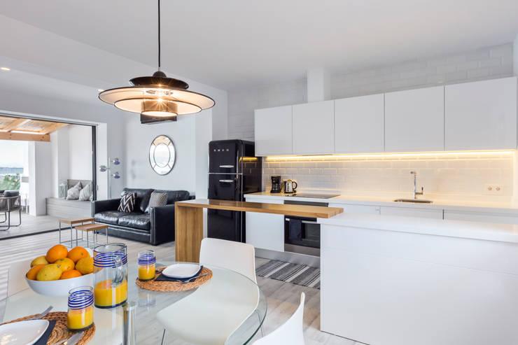 Cozinhas modernas por ISLABAU constructora
