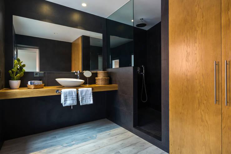 Casas de banho modernas por ISLABAU constructora