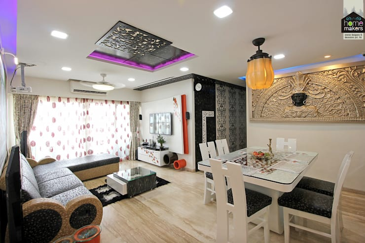 Grand Living Room:  Living room by home makers interior designers & decorators pvt. ltd.
