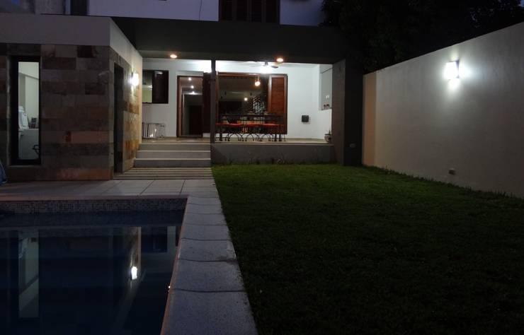 Casas de estilo minimalista por D'ODORICO OFICINA DE ARQUITECTURA