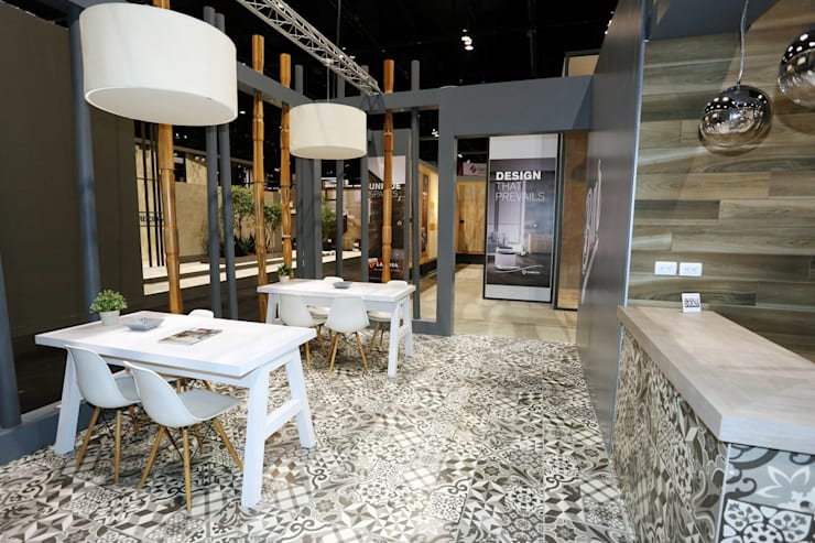 Stand Coleccion Nuevo Leon - Local 10 Arquitectura: Estudios y oficinas de estilo  por Local 10 Arquitectura