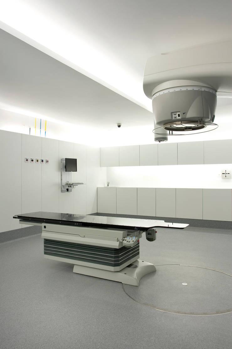 UNIDADE DE RADIOTERAPIA HOSP. STª MARIA: Hospitais  por fernando piçarra fotografia