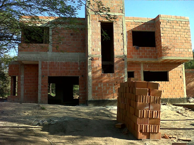 obra: Casas de estilo  por ARQUITECTA CARINA BASSINO