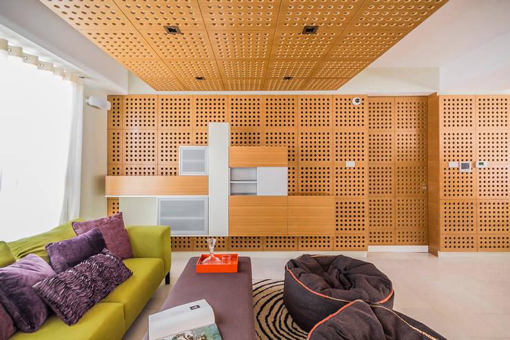 Salas multimedia de estilo moderno por NMD NOMADAS