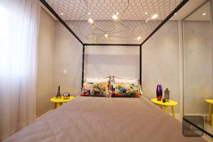 Dormitório casal: Quartos  por Pricila Dalzochio Arquitetura e Interiores