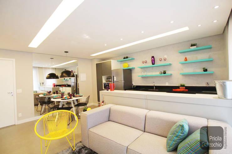 Cozinha integrada: Cozinhas  por Pricila Dalzochio Arquitetura e Interiores